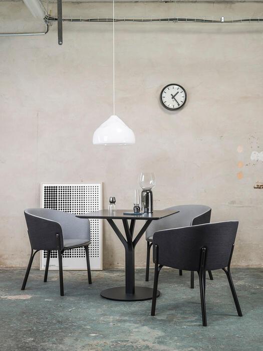 tisch bloom 719 ton a s von menschen gefertigte st hle. Black Bedroom Furniture Sets. Home Design Ideas